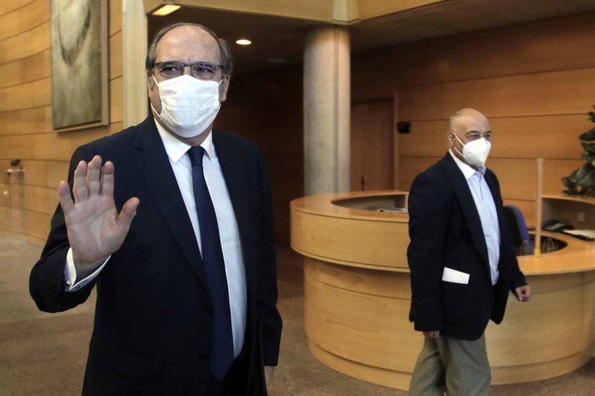 Ángel Gabilondo, en una imagen de archivo, a la salida de la Asamblea Regional (Fotografía: Javier Barbancho)