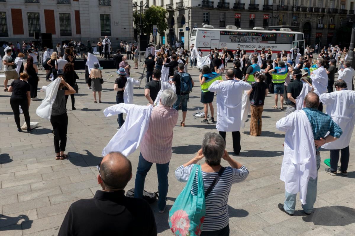 Homenaje a los sanitarios en la Puerta del Sol (José Luis Pindado)