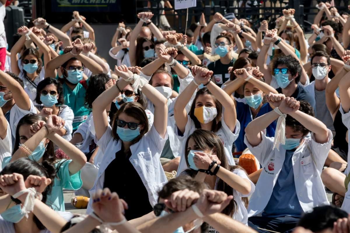Residentes manifestándose frente a la Puerta del Sol de Madrid (José Luis Pindado)