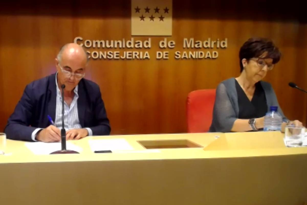 El viceconsejero de Salud Pública y Plan Covid-19, Antonio Zapatero, y la directora general de Salud Pública, Elena Andradas.