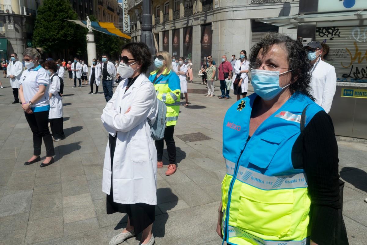 Médicos en un homenaje organizado por Amyts a compañeros fallecidos durante la primera ola de la pandemia de la Covid-19 (José Luis Pindado)