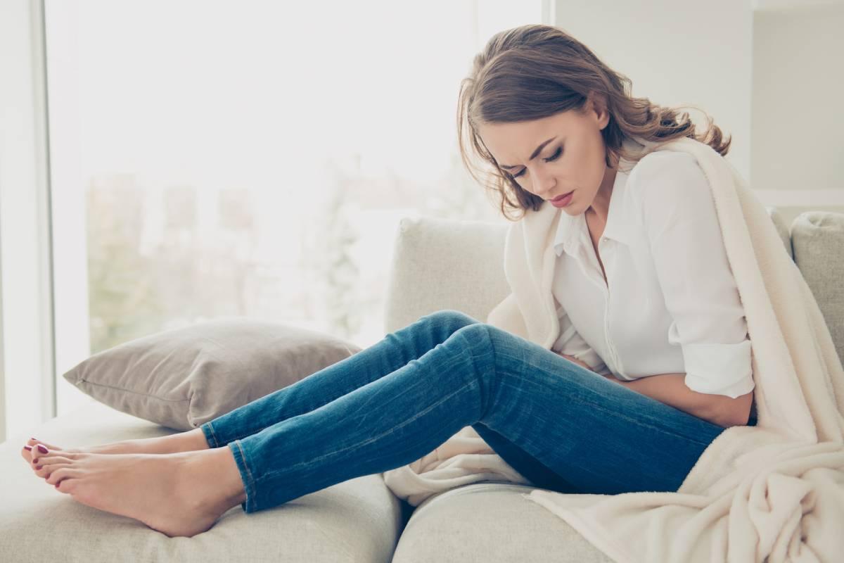Los miomas uterinos son el tumor benigno más frecuente en las mujeres en edad fértil y pueden causar dolor e hinchazón abdominal.