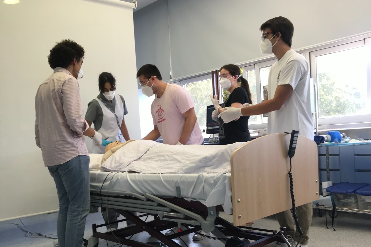 El uso de simuladores es una forma de disminuir el número de alumnos en los centros sanitarios (UNAV)