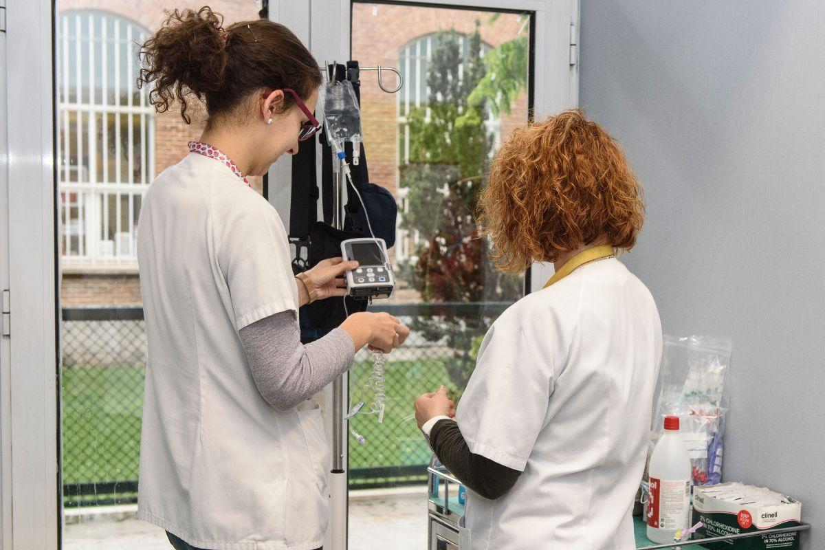 La directiva Directiva 2005/36/C establece los mínimos de formación práctica que deben tener médicos y enfermeros (Luis Camacho)