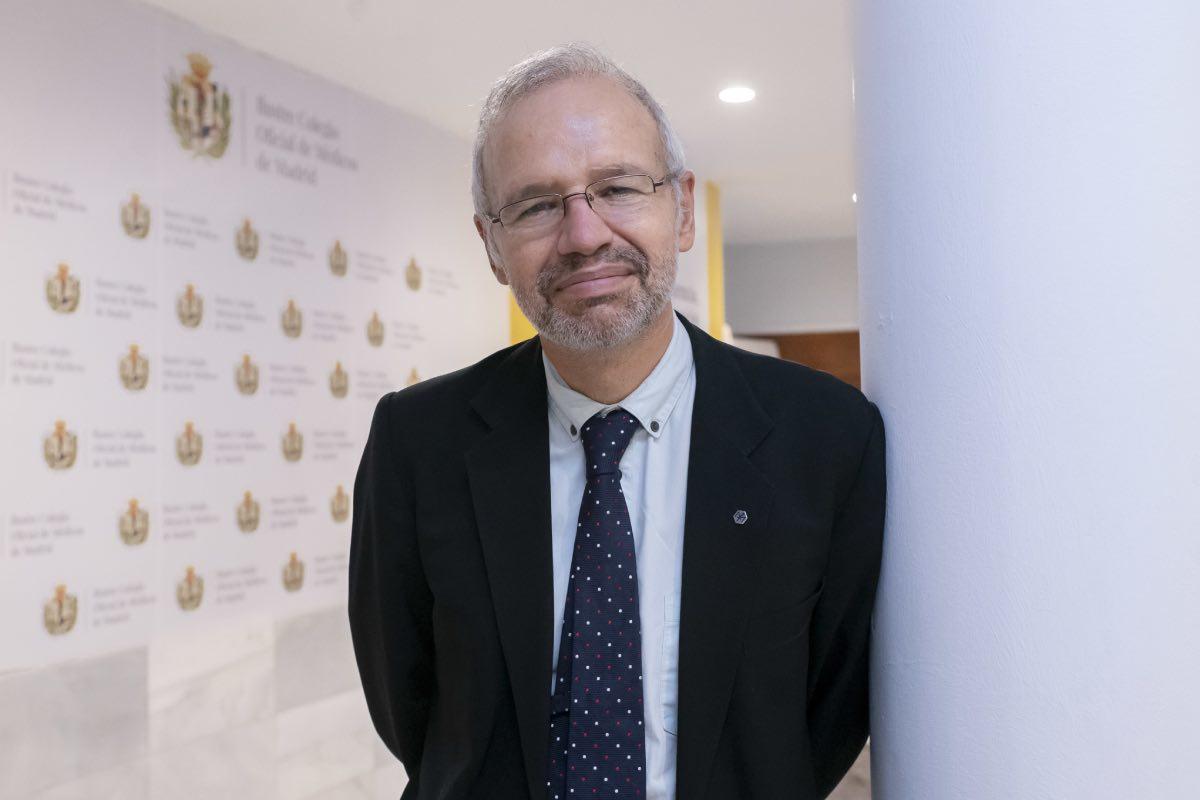 Manuel Martínez-Sellés, el pasado jueves, en la sede del Icomem, minutos después de proclamarse ganador de las elecciones (Fotografías: José Luis Pindado)