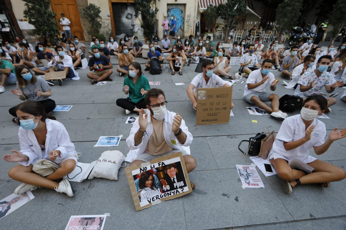 Aspecto de una de las concentraciones de protesta organizada por los MIR contra la consejería valenciana.