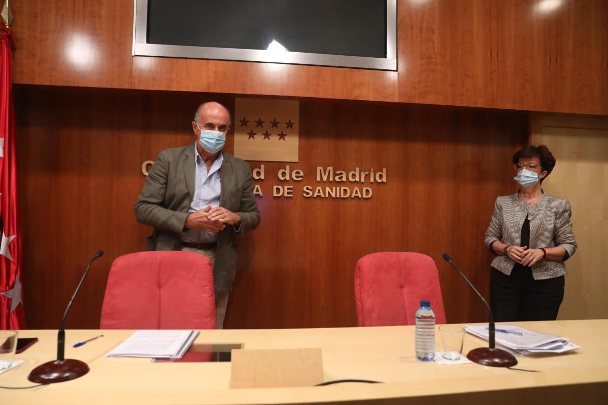 Antonio Zapatero y Elena Andradas, minutos antes de su comparecencia en rueda de prensa.