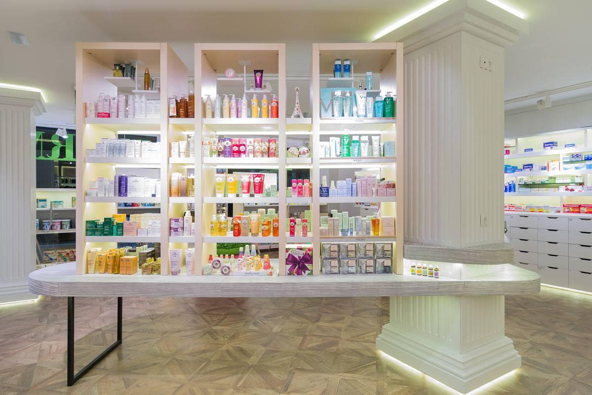 En una superficie de venta de 94 m2, el diseño deOui Pharmacie traslada al paciente aFrancia. FOTO: Marketing-Jazz.