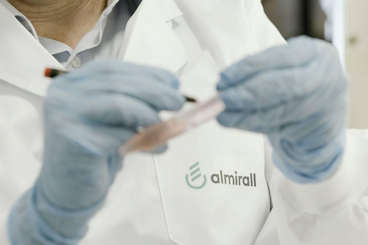 Almirall quiere desarrollar fármacos por la vía de los PROTAC para enfermedades cutáneas graves en las que hay una gran necesidad médica no cubierta.