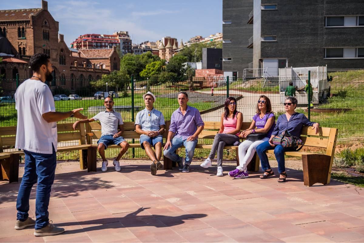 Un enfermero de Salud Mental dinamiza una sesión grupal. Foto: Ariadna Creus y Ángel García (Banc Imatges Infermeres).