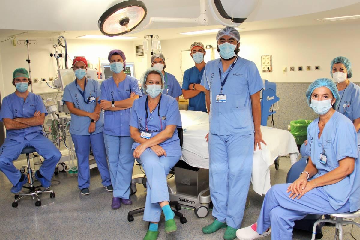 Equipo quirúrgico del Hospital Clínico San Carlos, en Madrid.