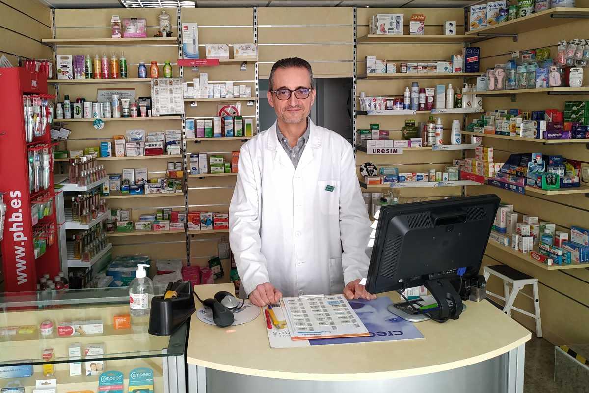 Luis Martínez, farmacéutico comunitario en Tiriez (Albacete).