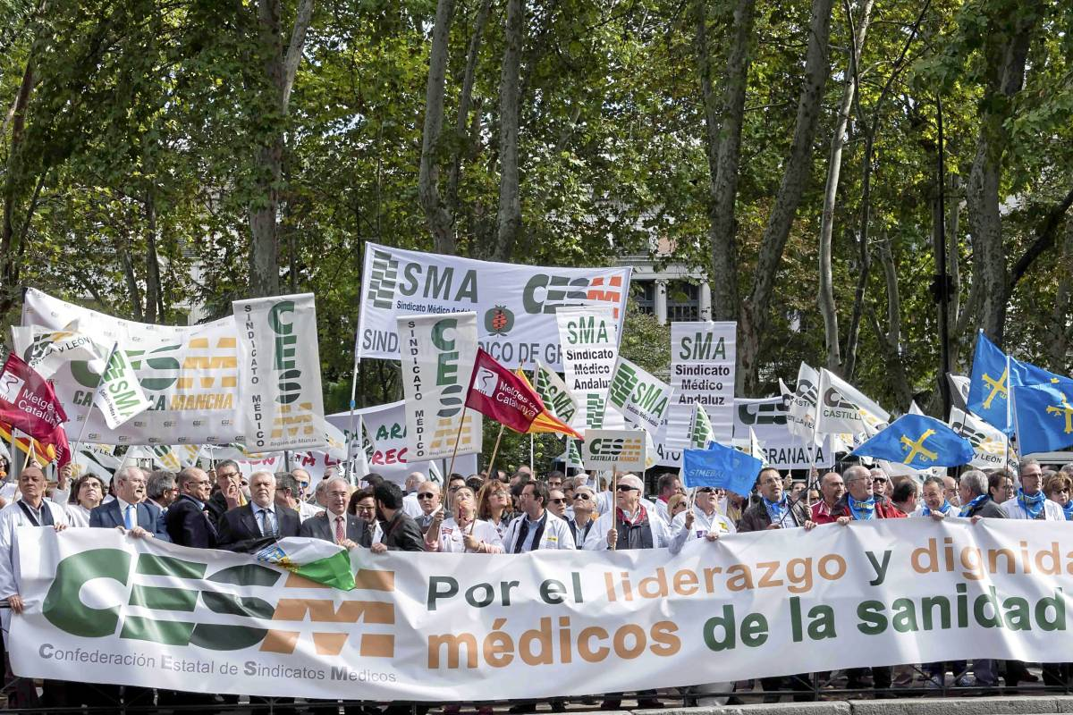 Manifestación del Foro de la Profesión Médica frente al Ministerio de Sanidad en 2015.
