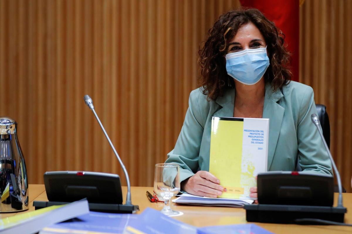 María Jesús Montero, ha entregado este miércoles en el Congreso de los Diputados el Proyecto de Presupuestos Generales del Estado para 2021.