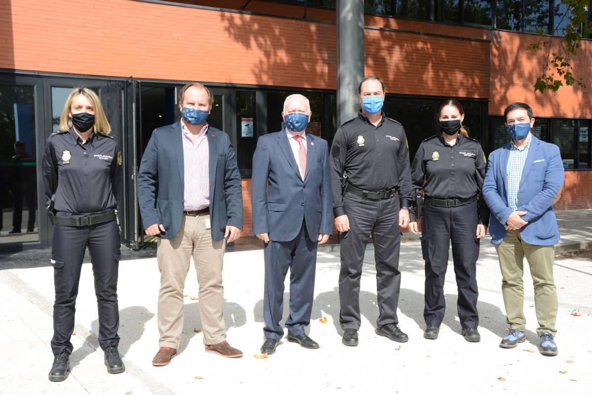 El equipo del Interlocutor Policial Sanitario con el Consejo General de Enfermer�a (CGE)