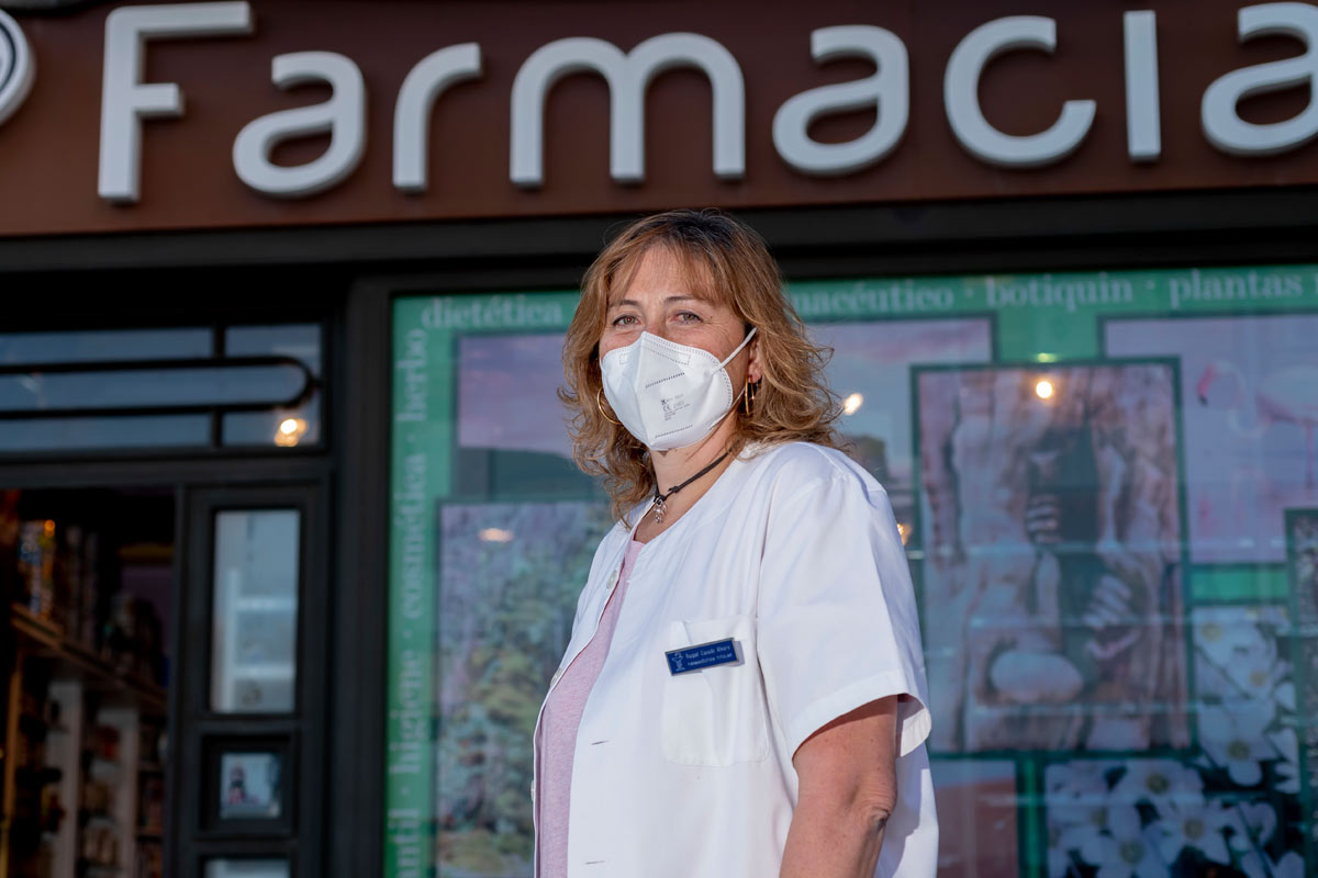 Raquel Casado, farmacéutica de Buitrago de Lozoya (Madrid) y vocal de titulares de farmacia rural del COF de Madrid. / J.L. Pindado.