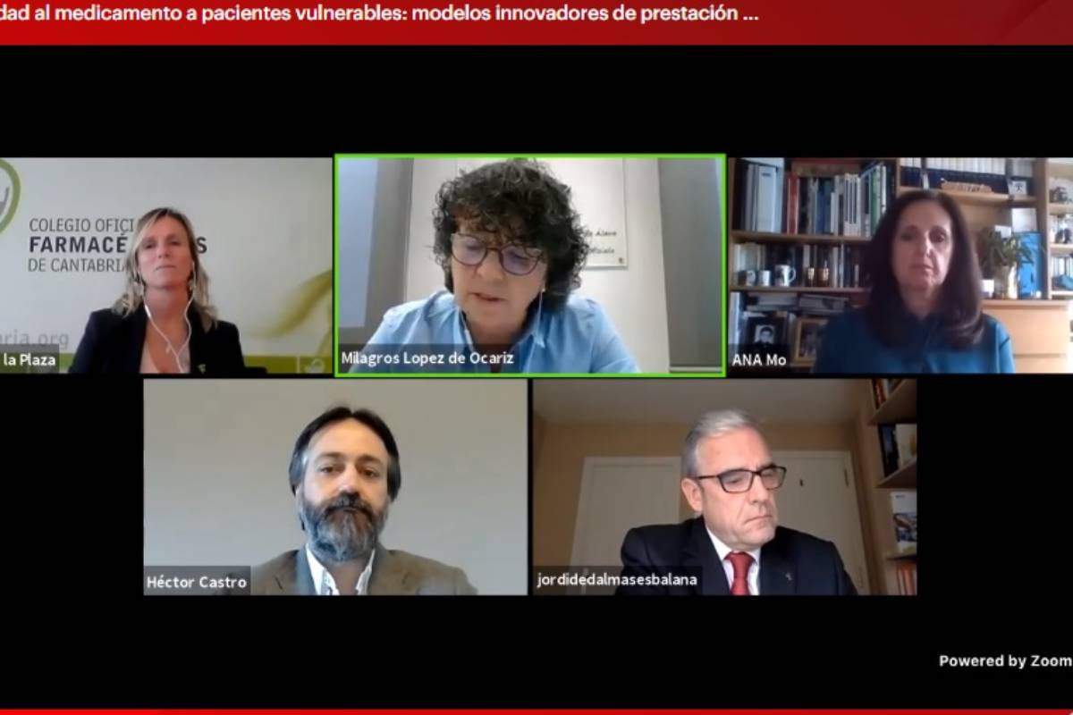 Milagros López de Ocáriz, presidenta del Consejo vasco de COF, ha moderado el debate de Sefac sobe AF a pacientes vulnerables.