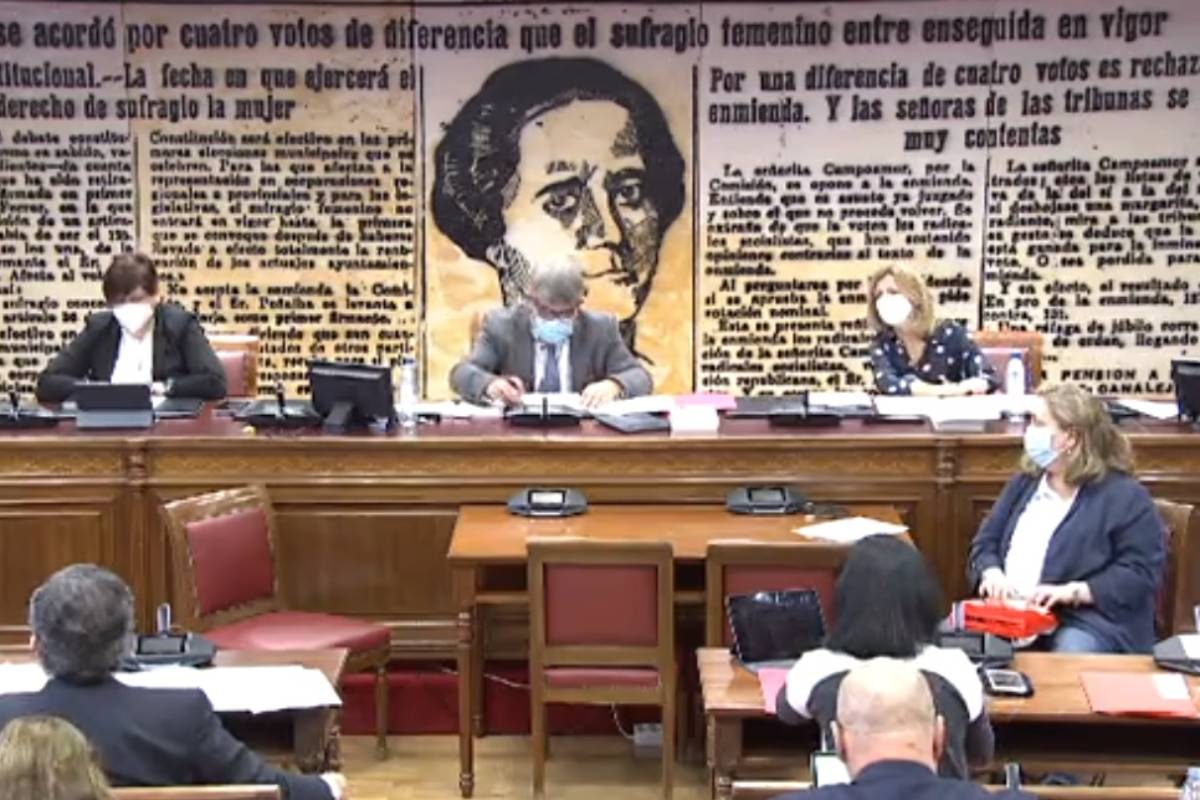 Comisión de Sanidad en el Senado, presidida por Modesto Pose.