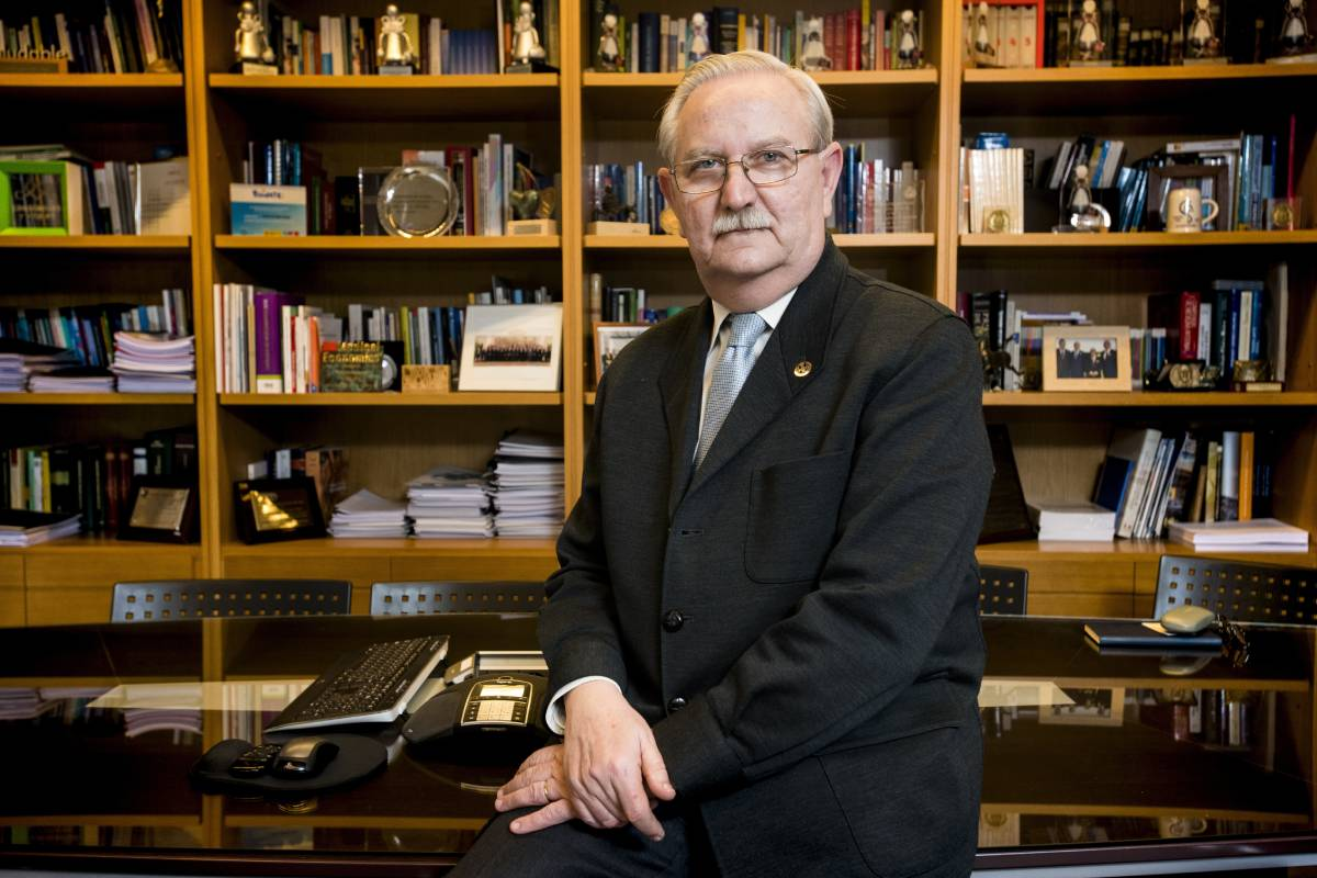 Seraf�n Romero, presidente de la Organización Médica Colegial (OMC) (Mauricio Skrycky)