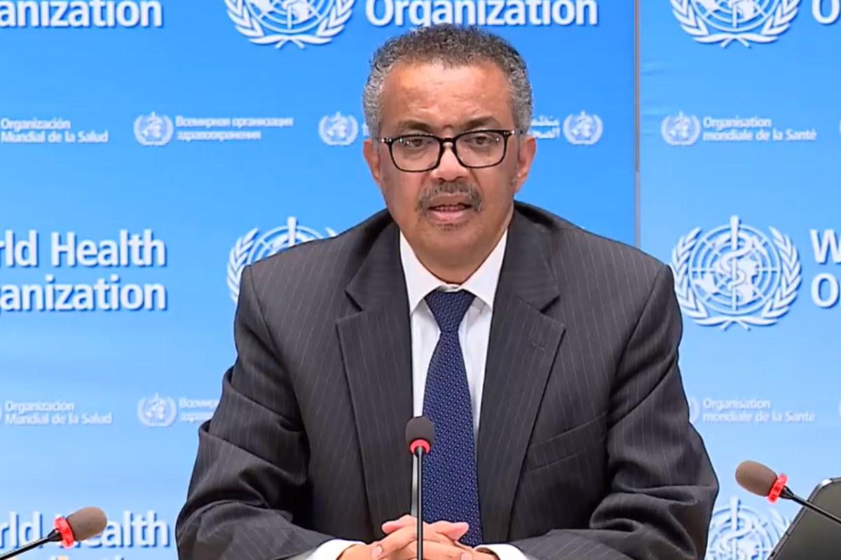 """El director general de la OMS recuerda que """"mucha gente comprensiblemente está agotada por la perturbación que la pandemia está causando en sus vidas y trabajos""""."""