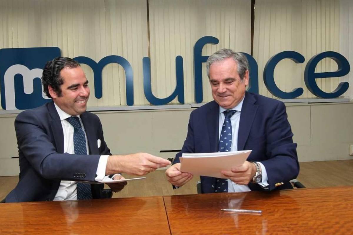 Jesús Aguilar, presidente del Consejo Geenral de COF, y Antonio Sánchez Díaz, director general de Muface en 2019.,
