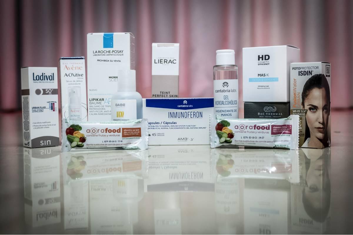 Los productos con los que se quiso dar las gracias a los asistentes a la entrega de los Premios Cosmética y Farmacia, de CF,  y que han sido donados tanto por los finalistas como por los ganadores de estos reconocimientos.