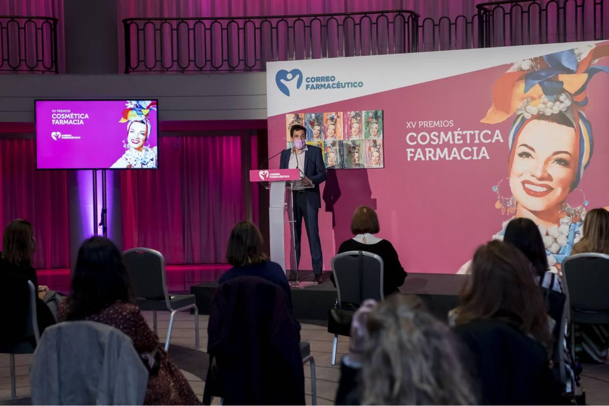 Miguel G. Corral, director de CF, en su dicurso de bienvenida a los asistentes a la entrega presen-cial de los Premios y Farmacia de este año.