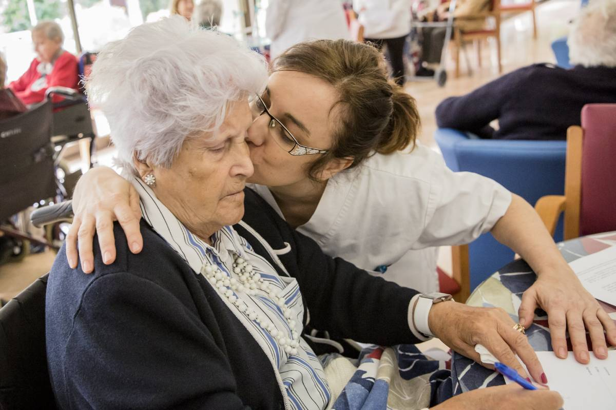 Satse en Castilla y León denuncia la falta de enfermeras en residencias. FOTO: Ariadna Creus y Ángel Garc�a (Banc Imatges Infermeres).