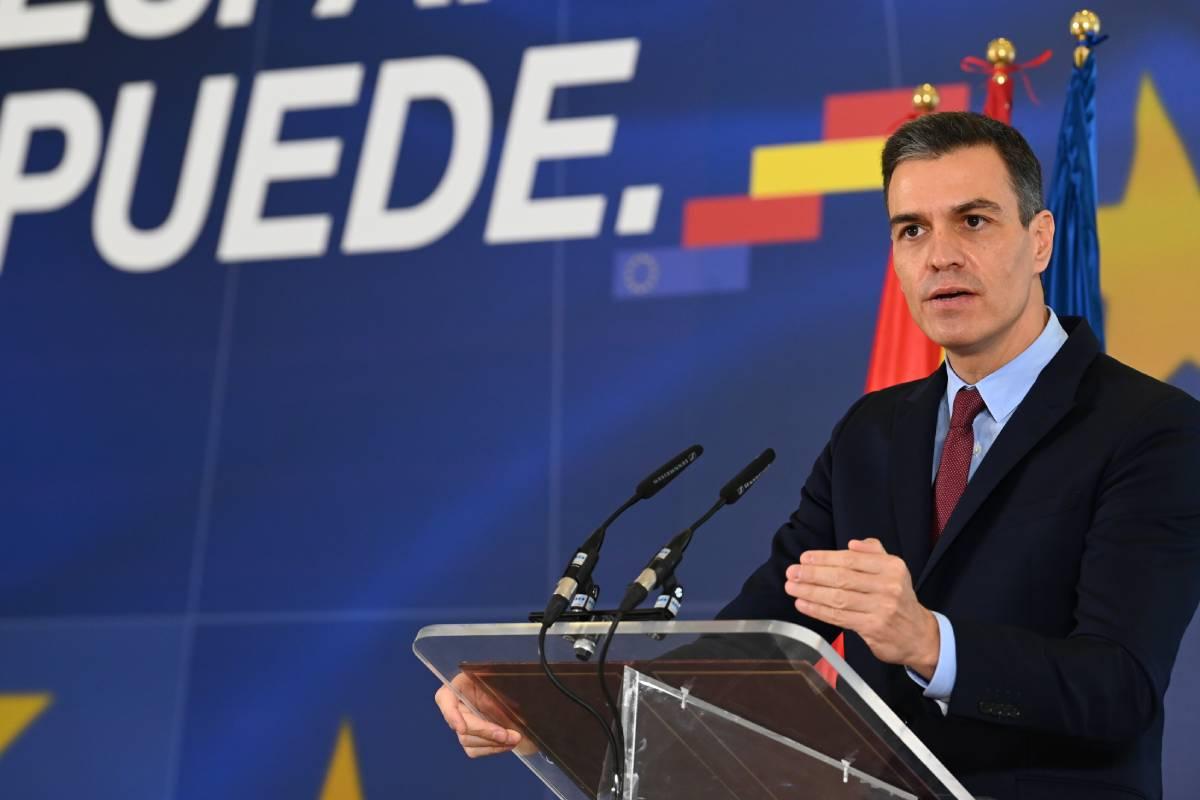 El presidente del Gobierno, Pedro Sánchez, tras anunciar las plazas de la convocatoria MIR, EIR y FIR 2021 (Moncloa/Borja Puig de la Bellacasa)