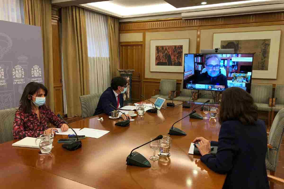 El ministro Salvador Illa y su equipo se reúnen virtualmente con el consejero de Asturias, Pablo Fernández.