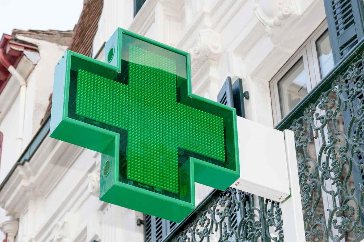El binomio propiedad-titularidad en la farmacia comunitaria está recogido en el artículo 103.4 de la Ley General de Sanidad.