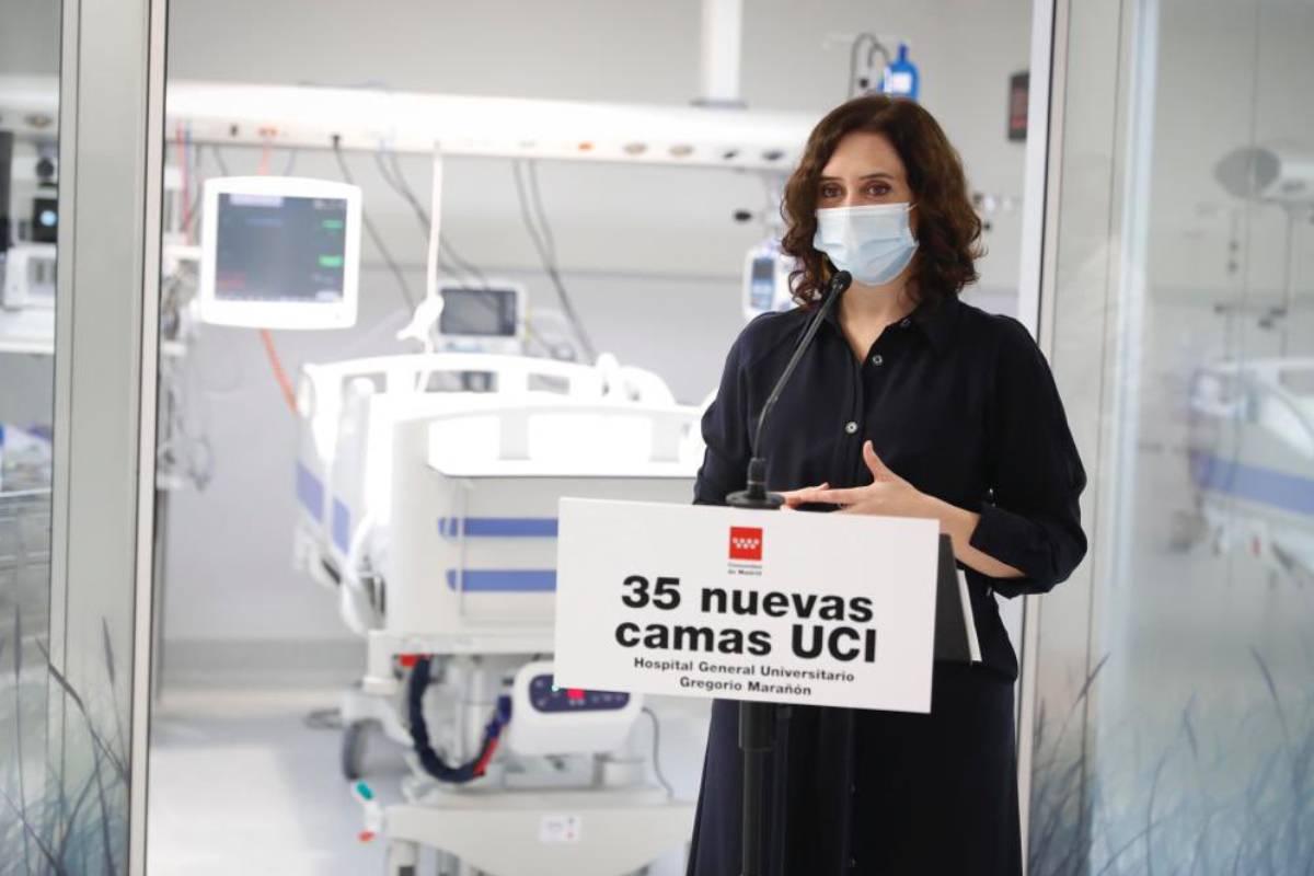 Isabel Díaz Ayuso, presidenta de la Comunidad de Madrid, en  su visita a la nueva UCI del Hospital General Universitario Gregorio Marañón.