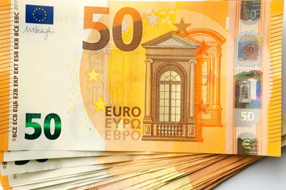 El límite de pagos en efectivo entre empresas yprofesionales pasa de 2.500 euros a 1.000.
