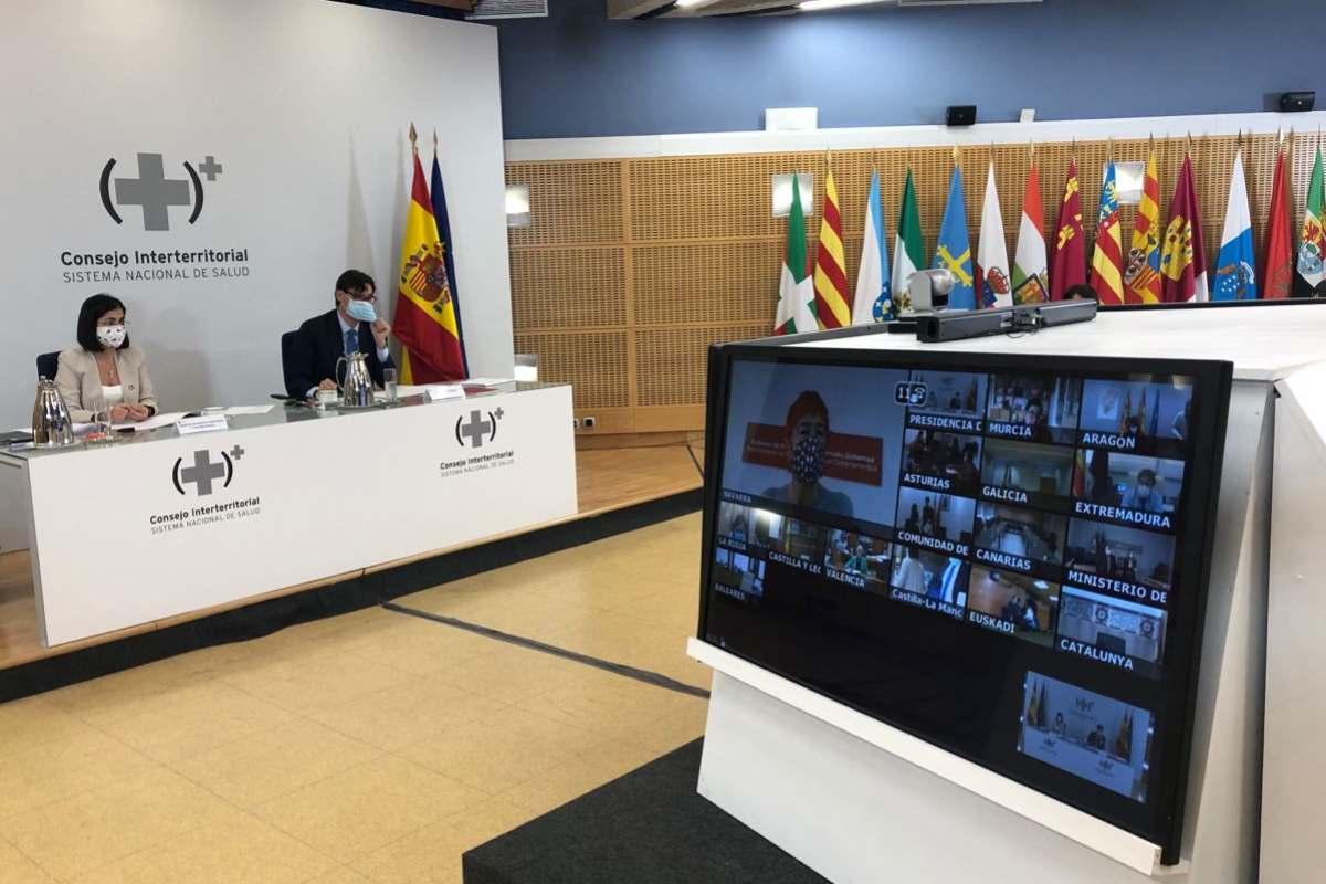 Carolina Darias, ministra de Política Territorial y Función Pública, y Salvador Illa, ministro de Sanidad, durante la reunión virtual del Consejo Interterritorial del SNS.
