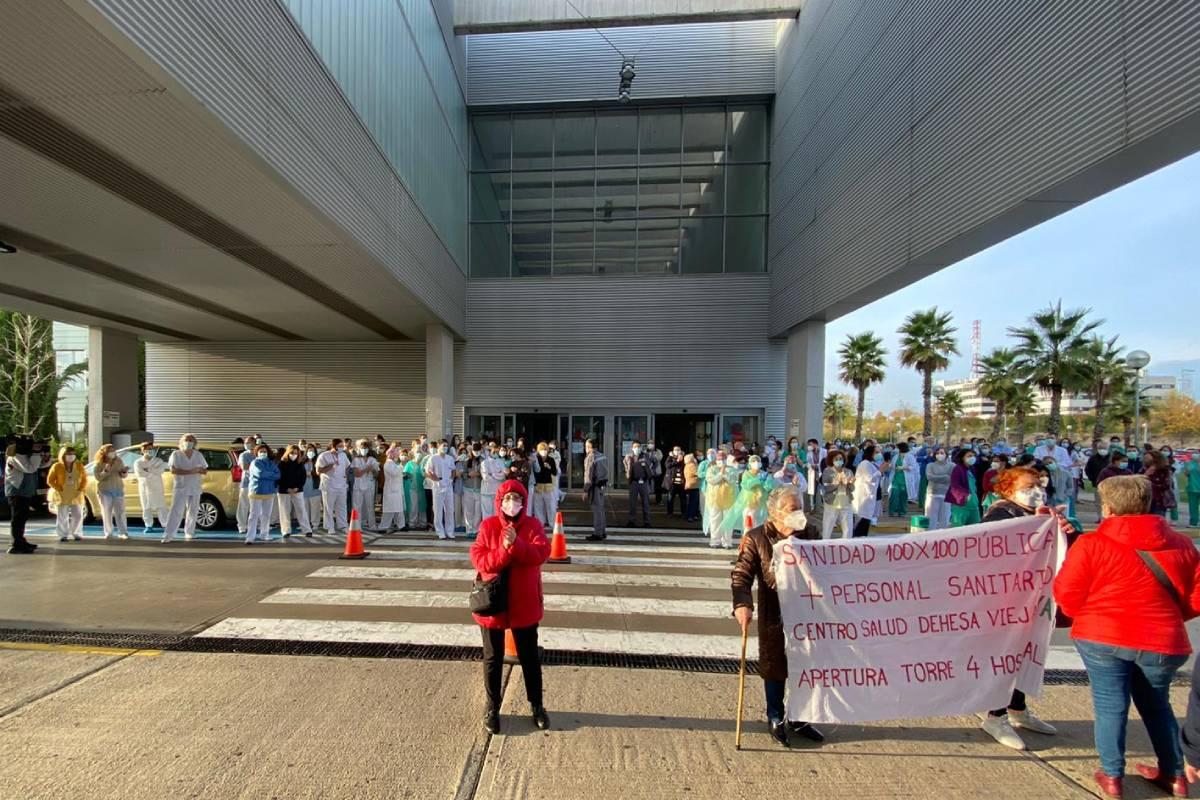 Protesta sindical reclamando la apertura de otra sala de UCI y la Torre 4 del Hospital Universitario Infanta Sofía (Amtys)