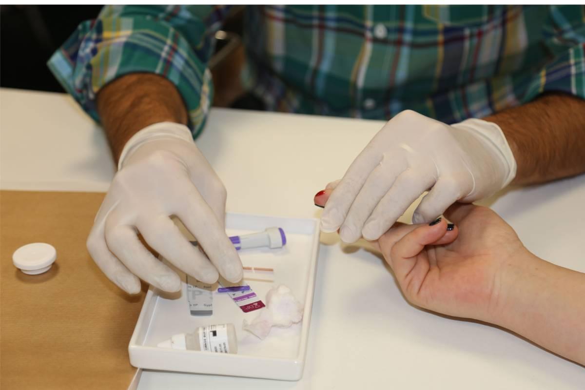 Prueba rápida de VIH en farmacias.