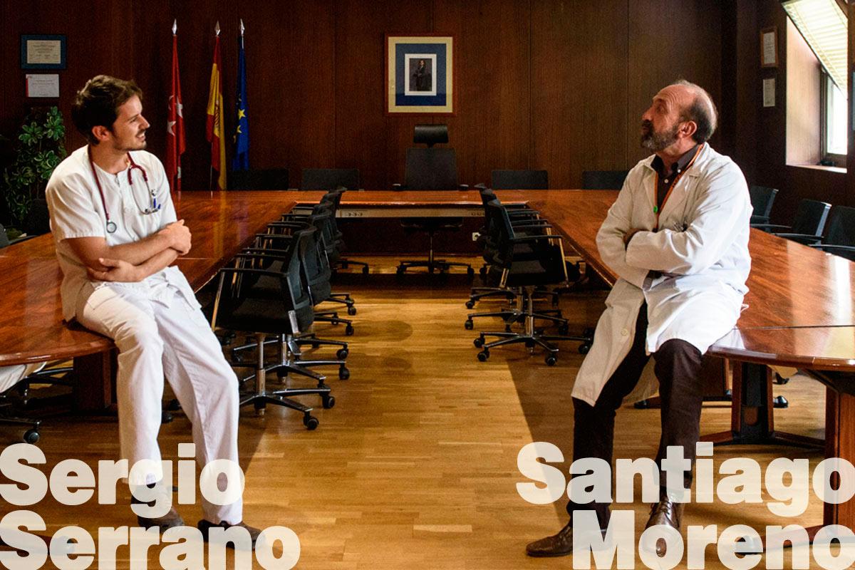 Sergio Serrano y Santiago Moreno, médicos de Enfermedades Infecciosas, en el Hospital Universitario Ramón y Cajal, de Madrid. (FOTO: Luis Camacho)