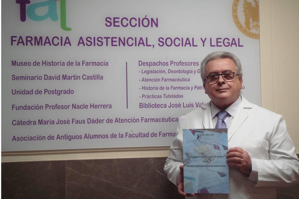 José Antonio García López, profesor de la Sección de Farmacia Asistencial, Social y Legal de la Facultad de Farmacia de la Universidad de Granada.