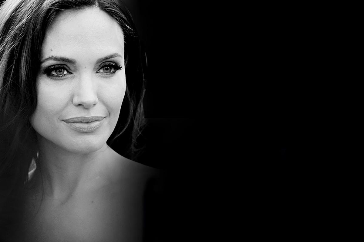 La actriz Angelina Jolie anunció en 2013 que padecía una mutación de genes BRCA, por lo que había decido someterse a una doble mastectomía para prevenir un posible cáncer de mama, causa del fallecimiento de su madre unos años antes.