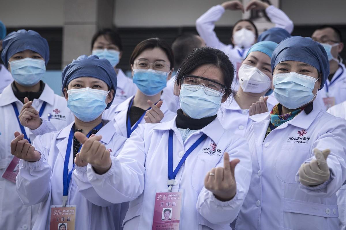 Médicos chinos.