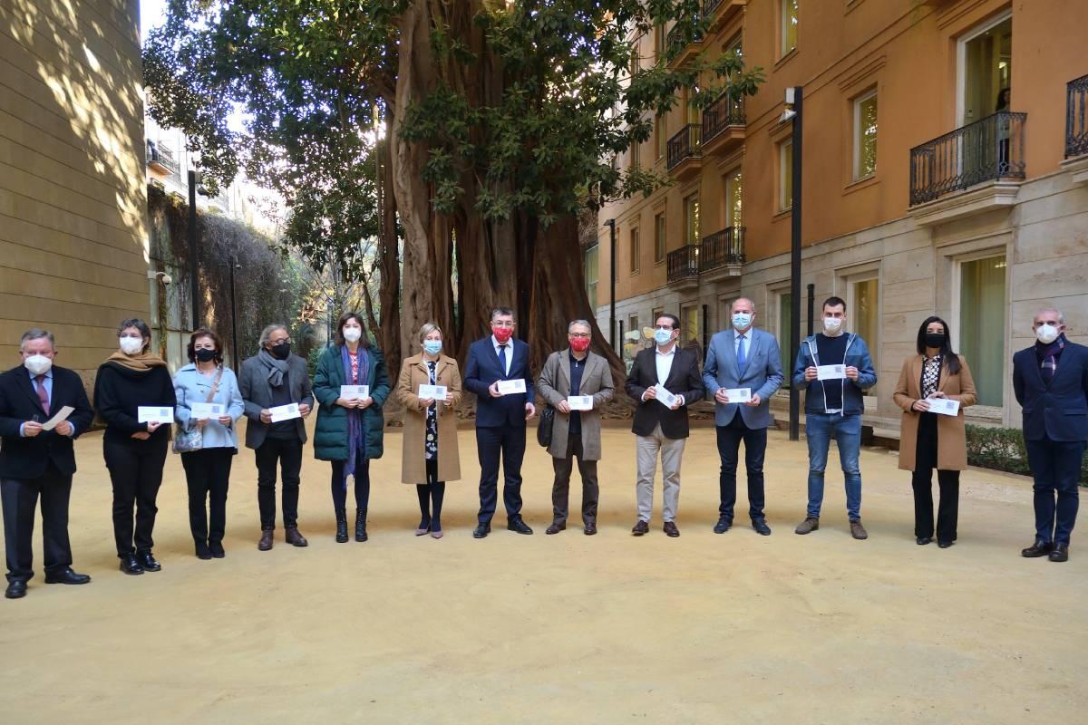 Entrega del informe en Cortes Valencianas.