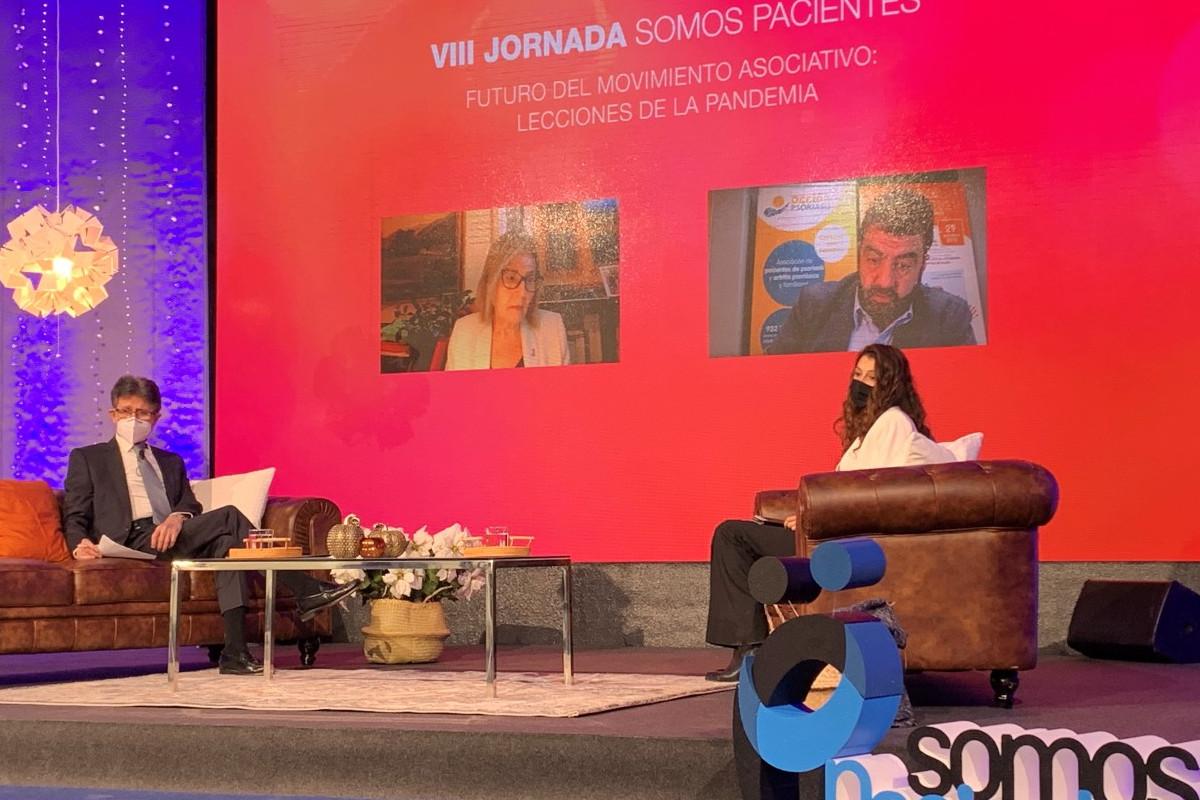 Humberto Arnés, director general de Farmaindustria, Alba Ancochea, directora de la Federación Española de Enfermedades Raras, en un momento de la jornada.
