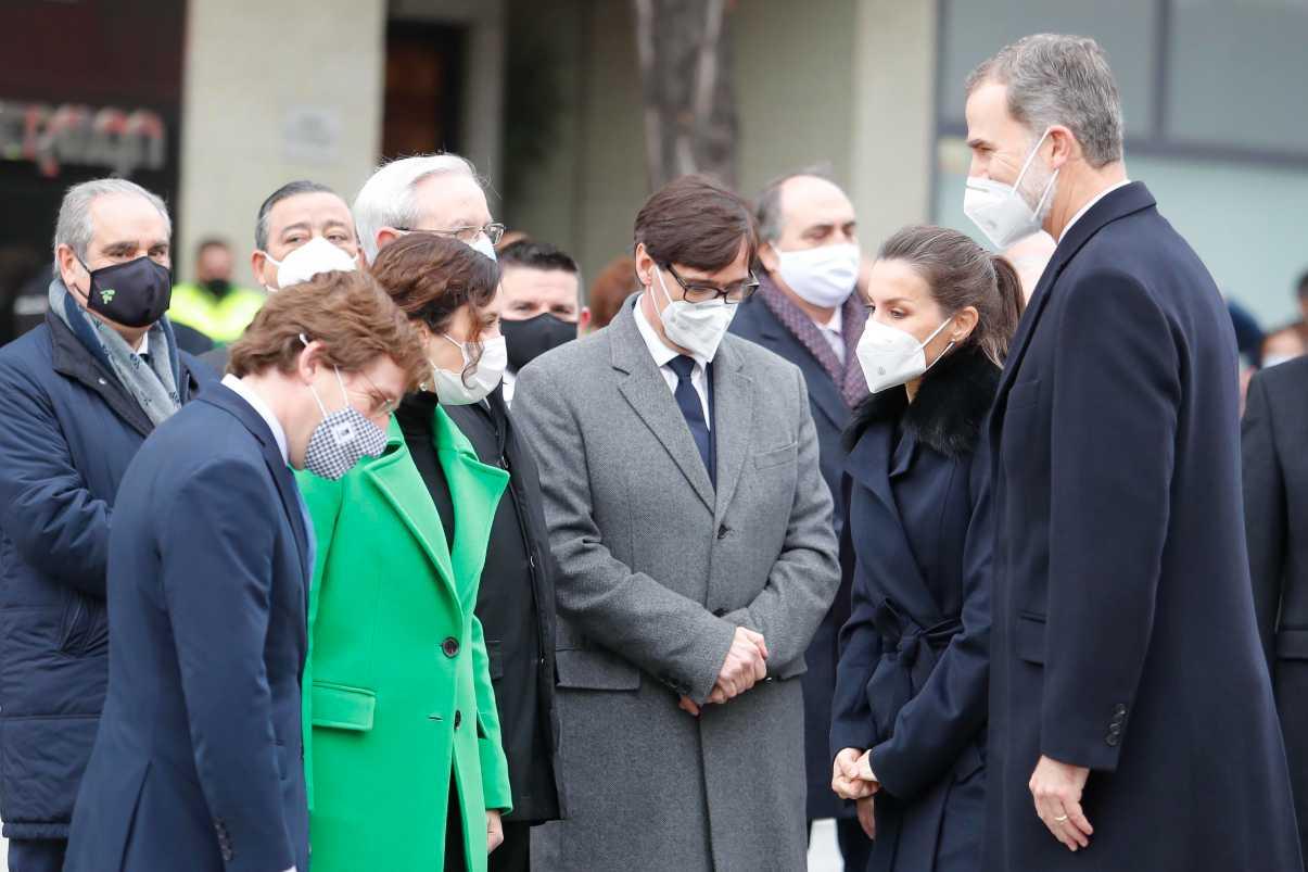 El ministro Salvador Illa ha sido recibido con abucheos en el homenaje a los sanitarios celebrado este viernes junto a la presidenta de Madrid, Isabel Ayuso, los reyes, el alcalde de Madrid y los presidentes de los colegios sanitarios.