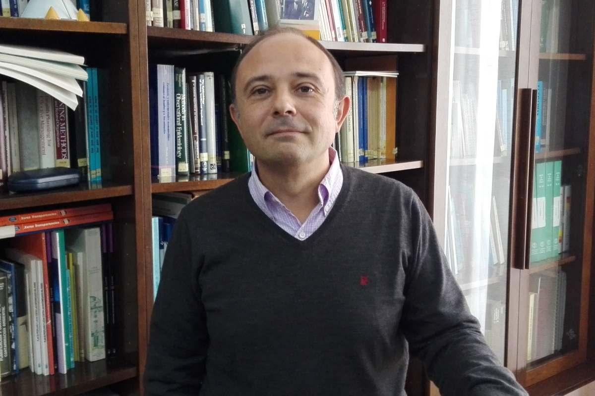 Alberto Ruano, profesor titular de Medicina Preventiva y Salud Pública