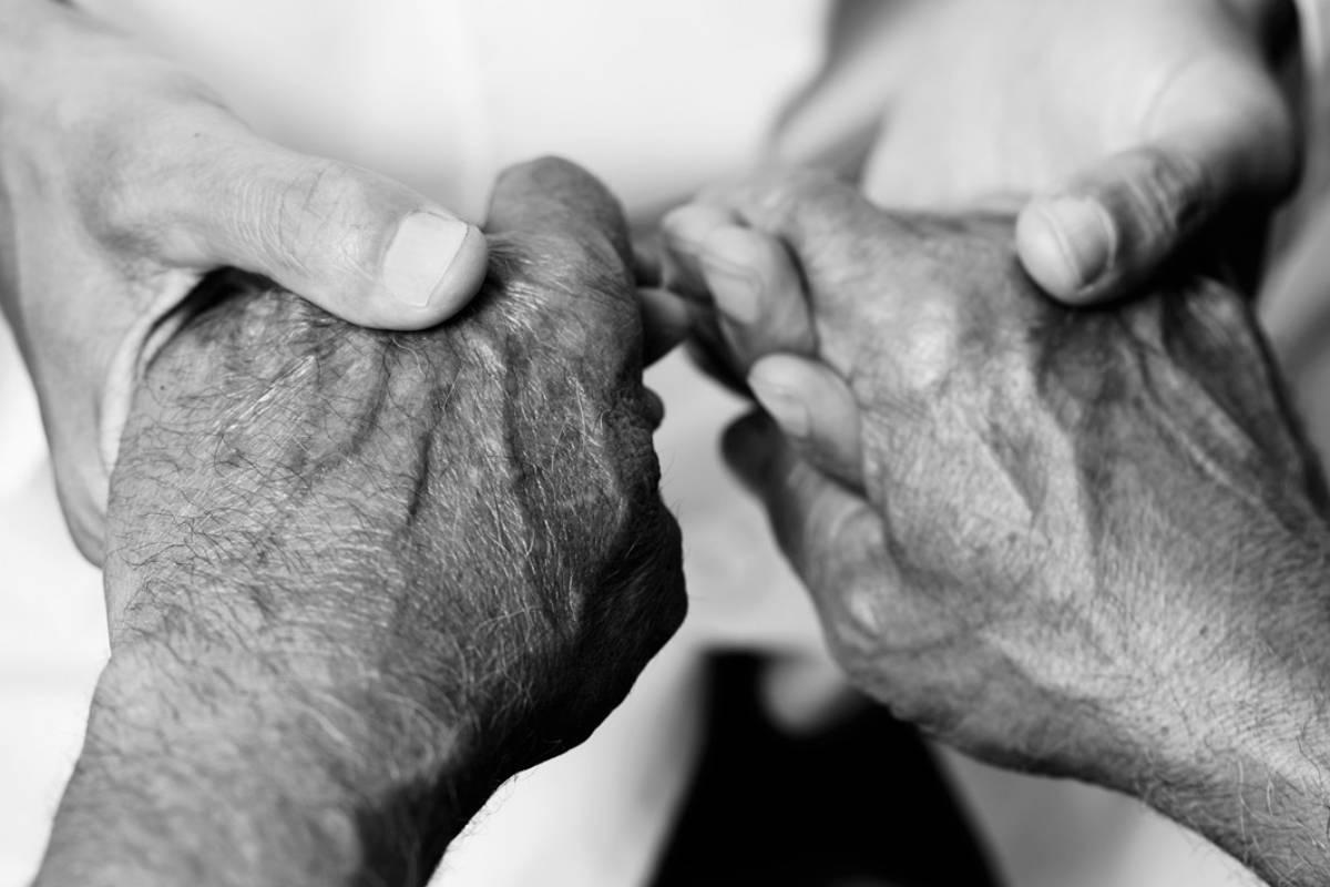 El autor pide a la clase política que tramita con urgencia una ley nacional de cuidados paliativos.