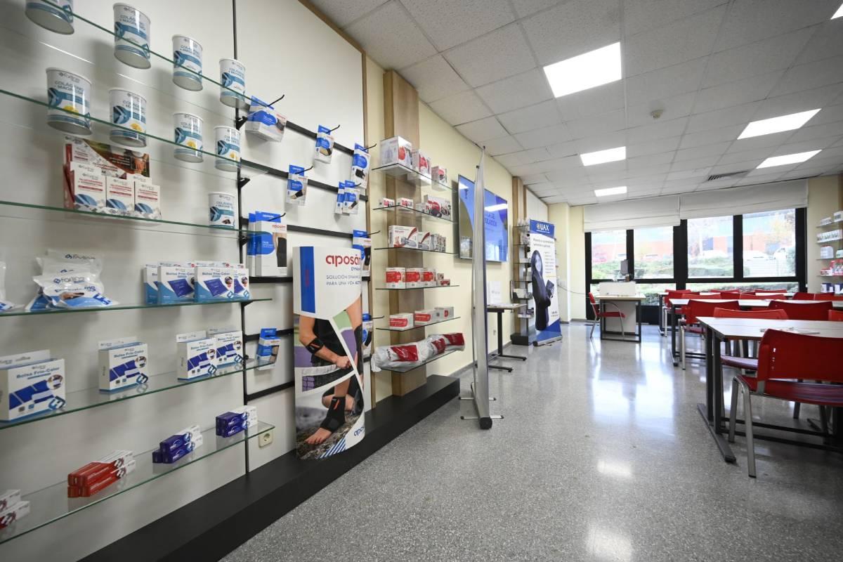 Aula de farmacia creada en la UAX, con el apoyo de Cofares.