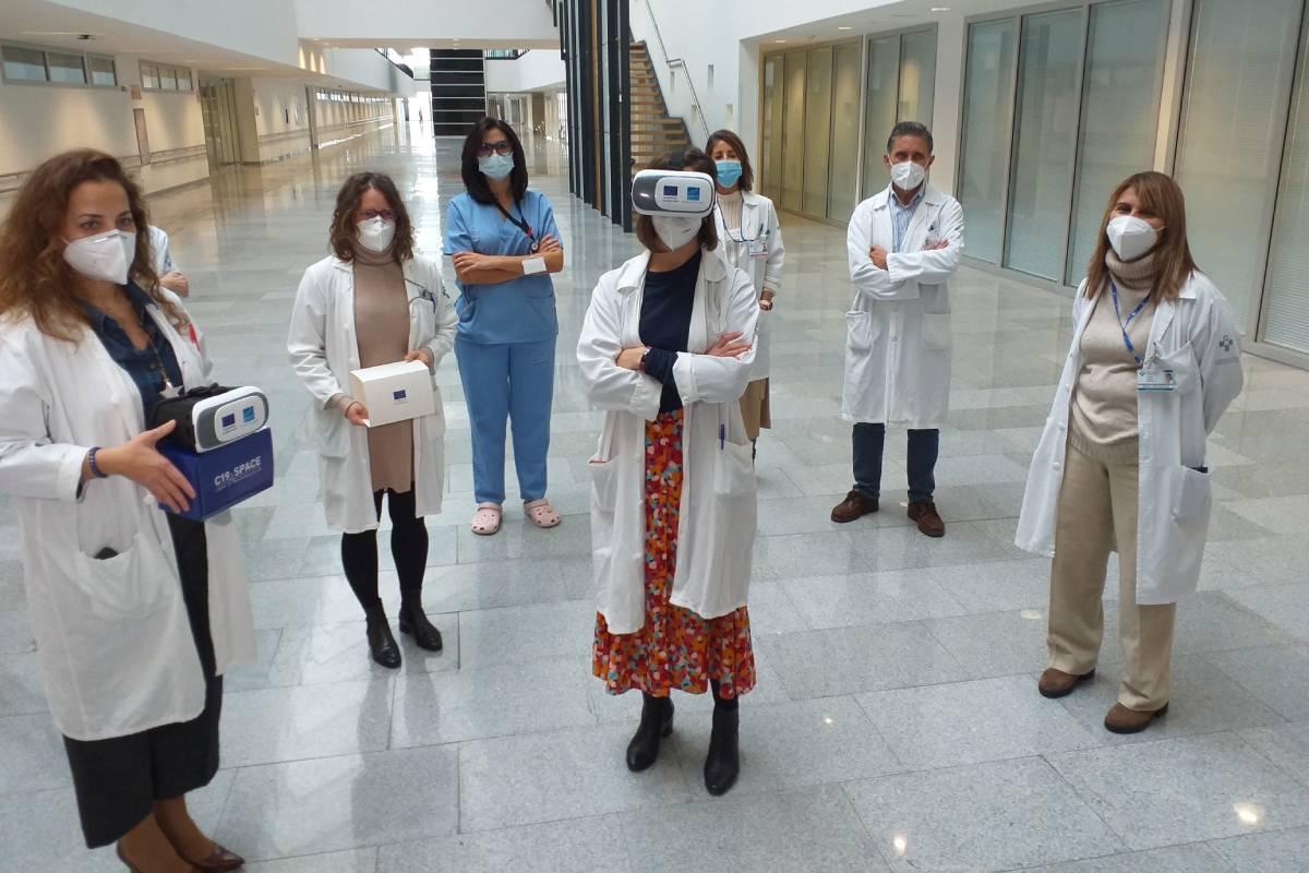 Alumnos y formadores del curso 'Space-19' en el HUCA, que utiliza entre otros recursos la realidad virtual para mostrar cómo se trabaja en las unidades de críticos