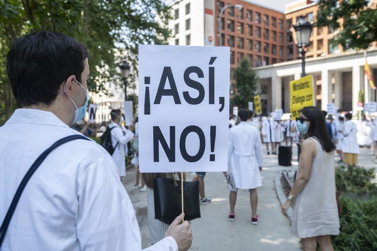 Aspecto de una de las protestas convocada por CESM este año a las puertas del Ministerio de Sanidad (FOTO: José Luis Pindado).