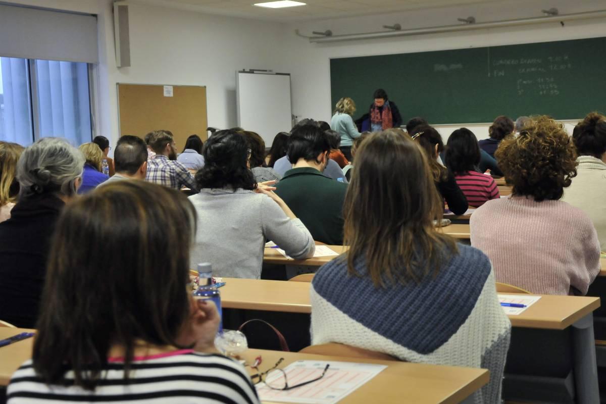 Candidatos a una oferta de empleo público (OPE) minutos antes del examen (Juan Flores)