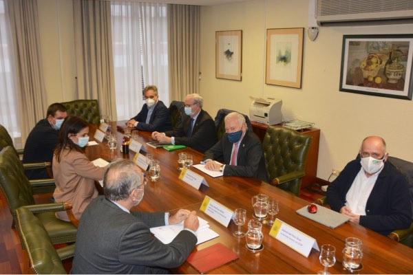 Imagen de la reunión que mantuvo a finales de noviembre el nuevo equipo de Ordenación Profesional con el Foro de las Profesiones Sanitarias.
